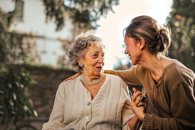 4 σημάδια που δείχνουν ότι η σχέση με τη μητέρα σου είναι τοξική