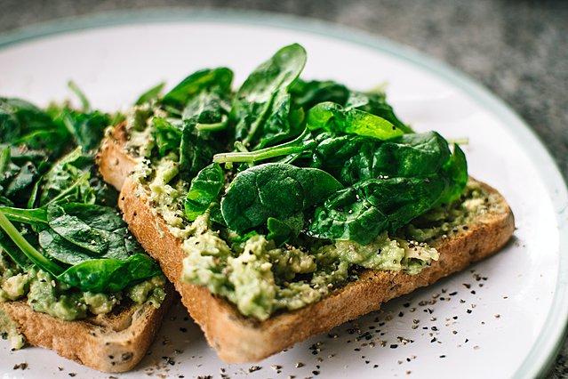 Ποια είναι τα 8 πιο υγιεινά πράσινα λαχανικά που δεν πρέπει να λείπουν από τη διατροφή σου