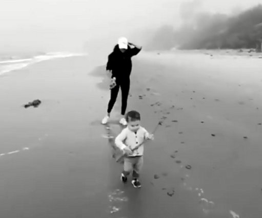 Meghan και Harry: Τα απίθανα παιχνίδια με τον Archie στην παραλία [video]
