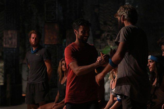 Survivor: Εκτός παιχνιδιού ο Γιώργος Ταβλαδάκης - Η δωροδοκία και οι κουβέντες που εξόργισαν τον Λιανό