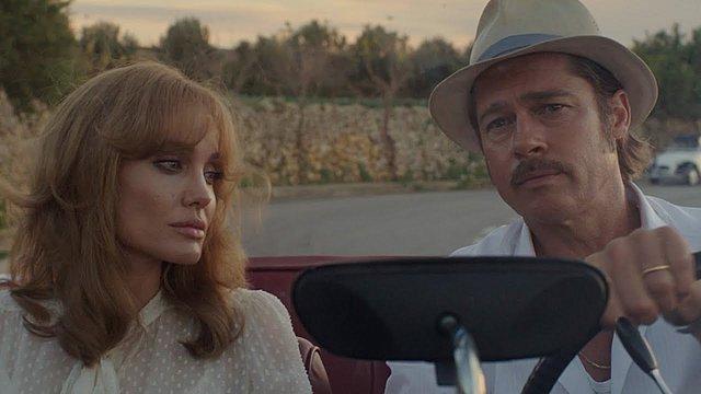 """<p>Το διάσημο ζευγάρι στην ταινία του 2015 """"By the sea"""". Εκείνη υπέγραφε και τη σκηνοθεσία.</p>"""