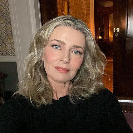 Paulina Porizkova: Ποζάρει με εσώρουχα και ζαρτιέρες στα 55 και εξηγεί πώς έχει ΑΥΤΟ το κορμί
