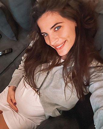 Η Χριστίνα Μπόμπα ποζάρει με τις... κόρες της και η Σάκης Τανιμανίδης αποκαλύπτει ποια του μοιάζει