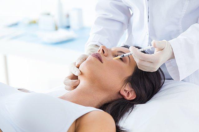 Όσα πρέπει να ξέρεις για το Botox και τα fillers με υαλουρονικό οξύ