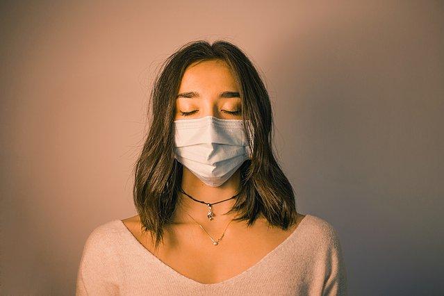 COVID-19 και ψυχική υγεία: 5 τρόποι με τους οποίους έχουμε επηρεαστεί ύστερα από έναν χρόνο πανδημίας