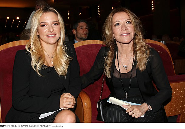 <p>Μητέρα και κόρη σε θεατρική έξοδο το 2018</p>