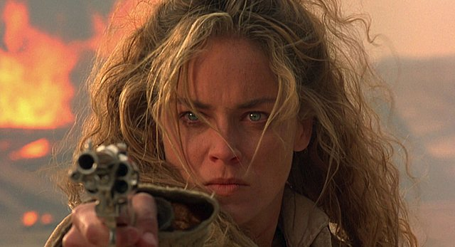 Sharon Stone: Κι όμως, έχει πληρώσει μισθό του Leonardo DiCaprio
