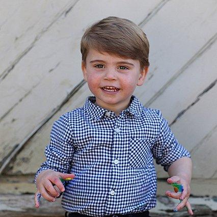 Ο πρίγκιπας William και ο μικρότερος γιος του ντυμένοι... λαγουδάκια - Μια φωτογραφία που δεν έχεις ξαναδεί
