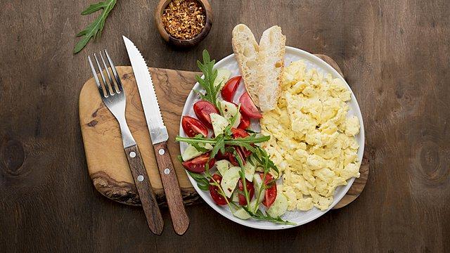 Scrambled eggs: Το μυστικό συστατικό για αφράτη ομελέτα