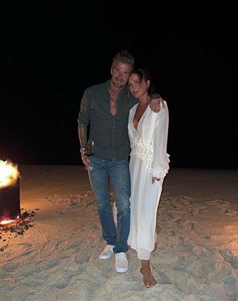 Victoria Beckham: Γιόρτασε τα γενέθλια της στην παραλία, με ένα υπέροχο σύνολο