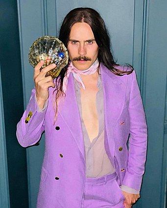 <p>Ο Jared Leto τιμά τον οίκο Gucci σε κάθε επίσημη εμφάνιση φέτος. Εδώ η επιλογή του για τα πρόσφατα SAG Awards</p>