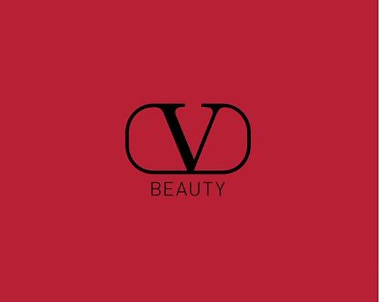 Valentino: Ο πολυτελής οίκος παρουσιάζει για πρώτη φορά συλλογή μακιγιάζ