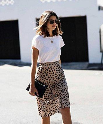 Οι στυλάτοι και καλοκαιρινοί τρόποι να φορέσεις το λευκό T-shirt