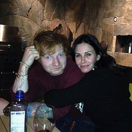 Friends: Η Courteney Cox αναβιώνει τη θρυλική  Monica & Ross  χορογραφία με τον Edd Sheeran σε ένα επικό βίντεο