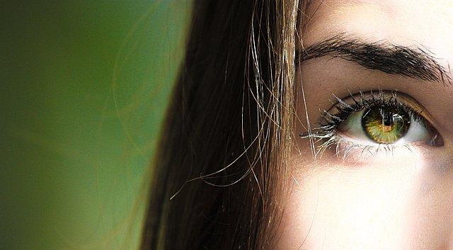 Λάθη στην περιοχή των ματιών που προκαλούν ρυτίδες