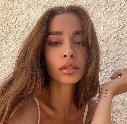 Η Ελένη Φουρέιρα έβαλε φωτιά στο instagram με τις πόζες της σε φουσκωτό