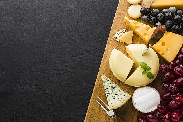 Τυλίγεις τυρί σε πλαστική μεμβράνη; Μάλλον θα πρέπει να το ξανασκεφτείς