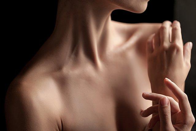 Πώς να μειώσεις τις ραγάδες στο στήθος