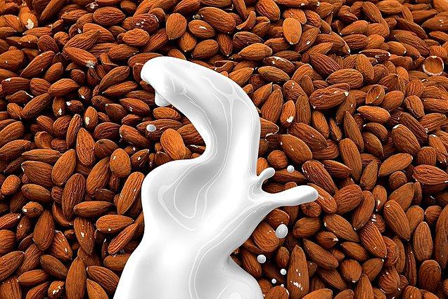 Γάλα αμυγδάλου: Πόσο υγιεινό είναι και πώς να το χρησιμοποιήσεις στη διατροφή σου