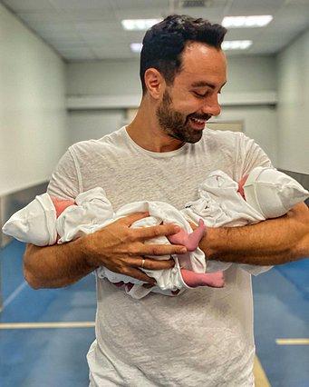 Σάκης Τανιμανίδης: Έτσι ξύπνησε την πρώτη του μέρα ως πατέρας [video]
