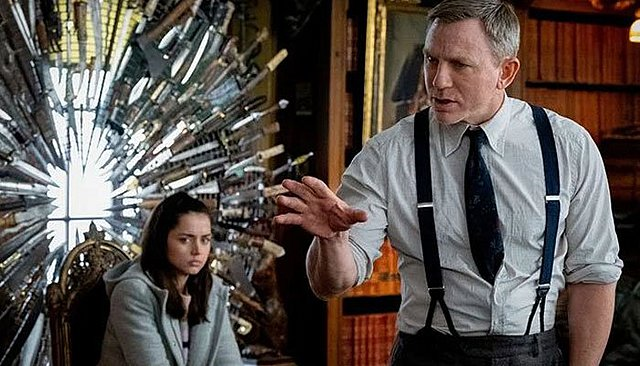 Οι πρώτες φωτογραφίες από τα γυρίσματα της νέας ταινίας με την Kate Hudson και τον Daniel Craig στις Σπέτσες