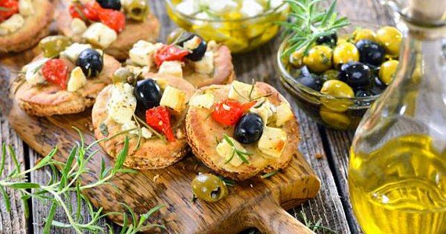 Η μεσογειακή διατροφή εμποδίζει την υπερκατανάλωση τροφής;