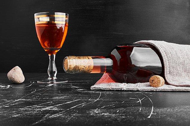 Το μυστικό που θα κάνει το ροζέ κρασί να παγώσει σε χρόνο ρεκόρ