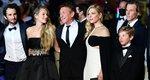 Κάννες 2021: Τι δουλειά έχουν μαζί ο Sean Penn, τα δυο παιδιά του, ο άντρας της Julia Roberts και η Lagertha των Vickings; [Photos]