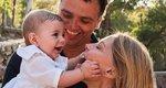 Τζένη Μπαλατσινού: Πρωινή γυμναστική με τον γιο της στην πλάτη - Η απίθανη φωτογραφία που μοιράστηκε