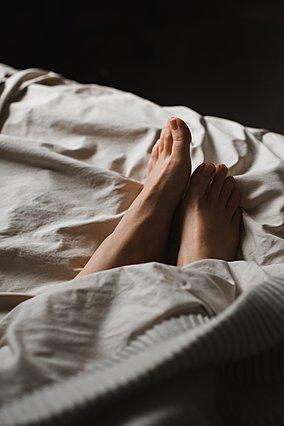 10 αποτελεσματικοί τρόποι για να κοιμηθείς καλά σε ένα ζεστό βράδυ