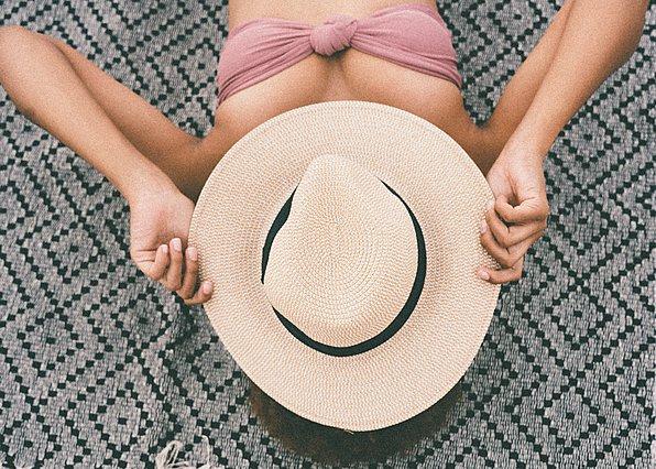 5 καθημερινές συνήθειες που μπορεί να προκαλέσουν ξηρότητα στο δέρμα σου
