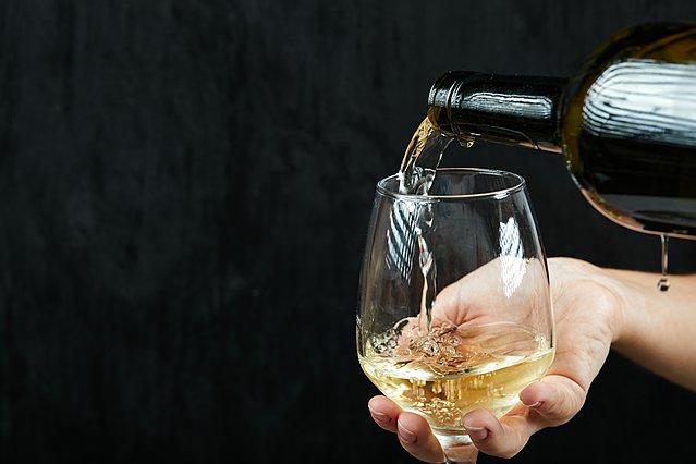 Τα πιο συνηθισμένα λάθη που κάνουμε με το κρασί