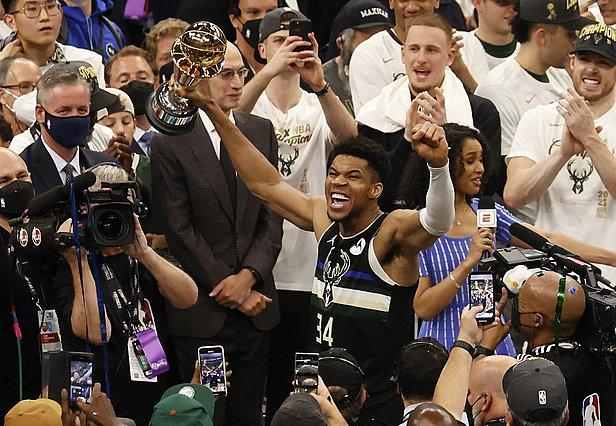 NBA: Ο Γιάννης Αντετοκούνμπο έγραψε ιστορία - Το συγκινητικό του ξέσπασμα μετά τον συγκλονιστικό τελικό [video]