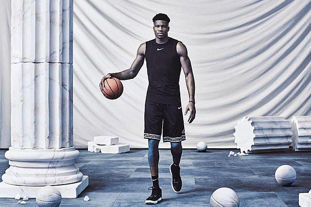Γιάννης Αντετοκούνμπο: Έτσι κοιμήθηκε μετά τον θρίαμβο στο NBA - Οι απίθανες φωτογραφίες που μοιράστηκε