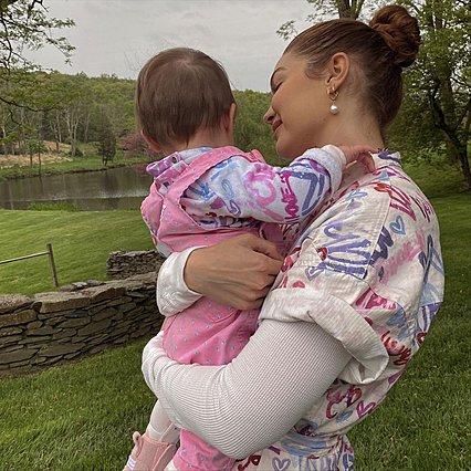 Gigi Hadid: Αποκαλύπτει το πώς διαχειρίστηκε τις αμφιβολίες της για το εάν είναι κατάλληλη για μαμά