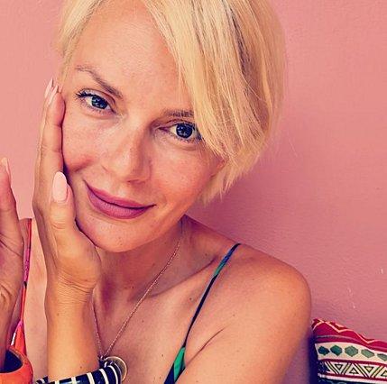 Έλενα Χριστοπούλου:  Σε μια τέτοια τραγωδία δείχνετε πώς περνάτε στις διακοπές σας