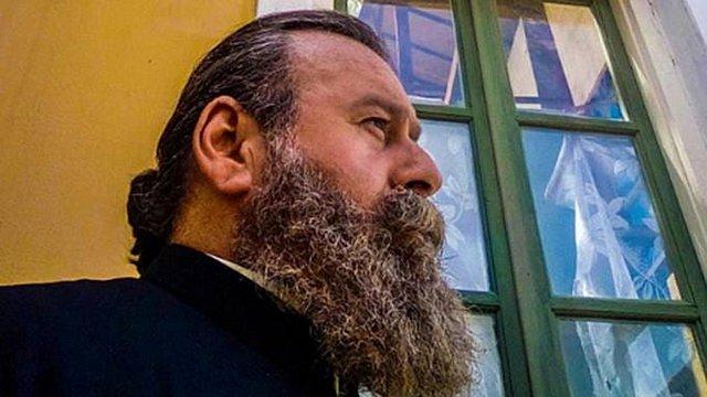 Κωστής Σαββιδάκης: Oργισμένος ο παπά Γρηγόρης - «Μέχρι και τη μάνα σας πουλήσατε»