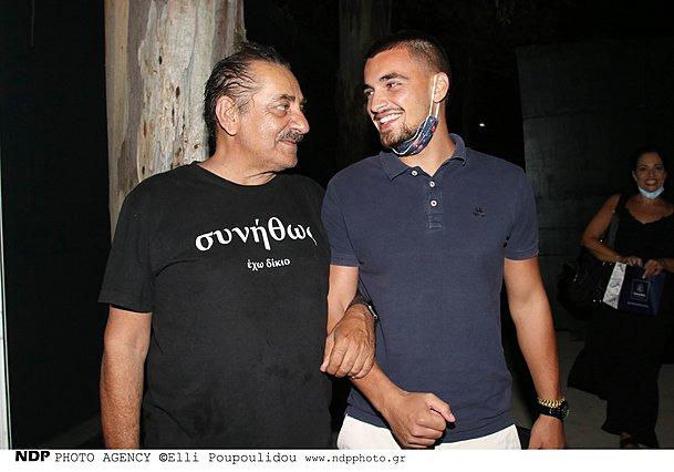 Αντώνης και Σπύρος Καφετζόπουλος: Σπάνια, κοινή δημόσια εμφάνιση για πατέρα και γιο [photos]
