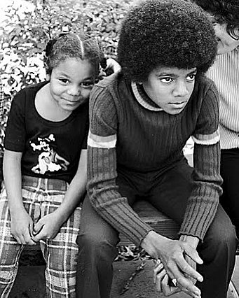 Janet Jackson: Η συγκινητική φωτογραφία με τον αδελφό της Michael, στην 63η επέτειο γέννησης του
