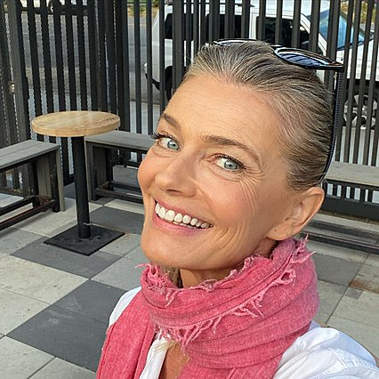 Paulina Porizkova: Το μήνυμα της πίσω από την αφιλτράριστη selfie της, αφορά όλες τις γυναίκες