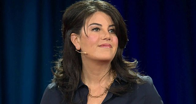 Monica Lewinsky: Όλη η αλήθεια για το σκάνδαλο Clinton στη νέα τηλεοπτική της σειρά