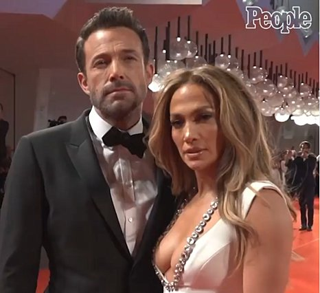 Jennifer Lopez - Ben Affleck: Η πρώτη επίσημη εμφάνιση στο κόκκινο χαλί ήταν επική [photos]
