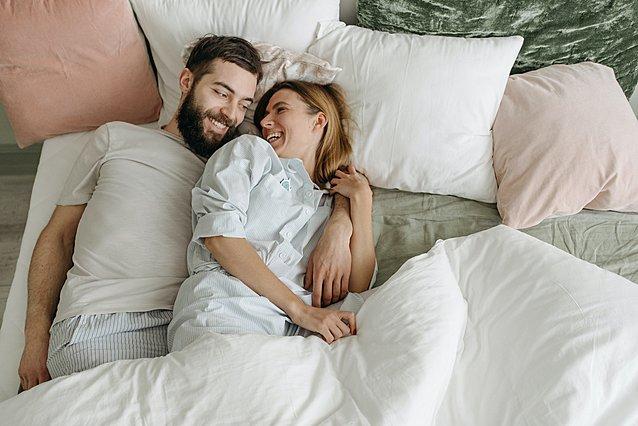 5 τρόποι για να ξυπνήσεις το πρωί τον σύντροφο σου με γλυκό τρόπο