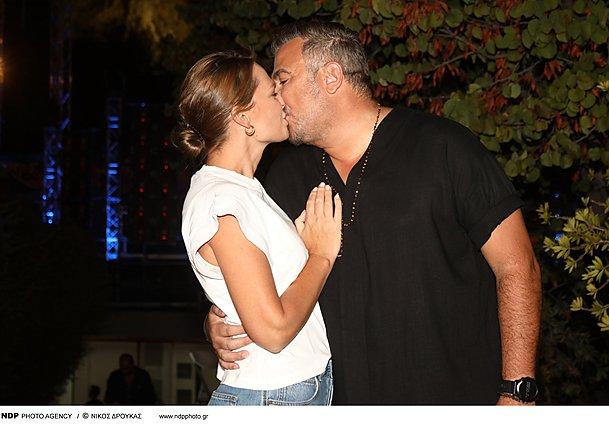Αντώνης Ρέμος - Υβόννη Μπόσνιακ: Η επέτειος και το φιλί μπροστά στους φωτογράφους