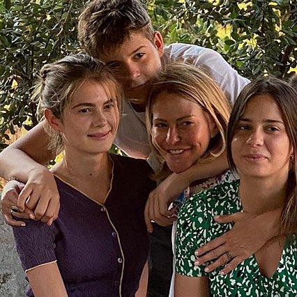 Τζένη Μπαλατσινού: Η απίθανη φωτογραφία με τα τρία μεγαλύτερα παιδιά της - Η βάπτιση του μικρότερου