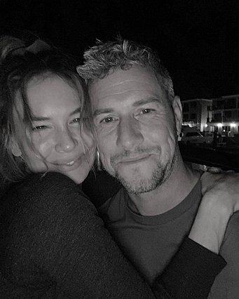 Η Renee Zellweger είναι ερωτευμένη και δεν το κρύβει πια