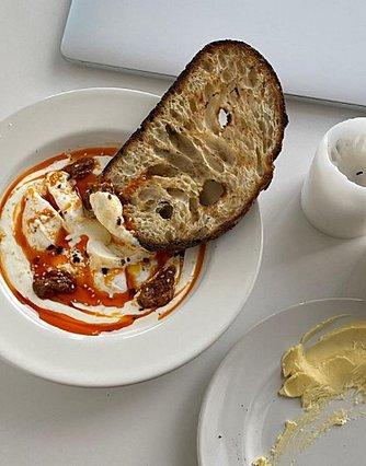 Η εύκολη συνταγή για πικάντικα αυγά