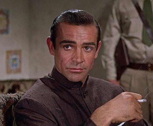 Ο James Bond ήταν βιαστής  λέει ο σκηνοθέτης των ταινιών