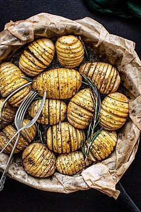 Ο καλύτερος τρόπος για να ψήσεις πατάτες (+ μερικοί δημιουργικοί τρόποι να τις γεμίσεις)
