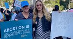 Η έγκυος Jennifer Lawrence σε διαδήλωση υπέρ του δικαιώματος της έκτρωσης